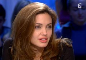 Angelina Jolie dans Tout Monde En Parle - 19/12/04 - 6