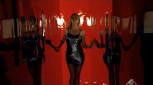 Charlize Theron dans Publicité - 14/04/08 - 2