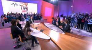 Elise Chassaing dans le Grand Journal De Canal Plus - 13/01/09 - 2