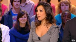 Elise-Chassaing--Le-Grand-Journal-De-Canal-Plus--29-03-10--1