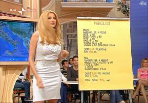 Adriana Volpe dans I Fatti Vostri - 12/05/10 - 5