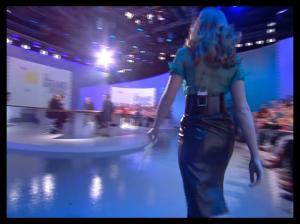 Louise-Bourgoin--Le-Grand-Journal-De-Canal-Plus-3