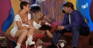 Pamela Anderson dans VIP - 21/01/08 - 3