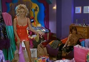 Pamela Anderson dans VIPS2e - 19/22/01 - 082