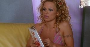 Pamela Anderson dans VIPS2e - 19/22/01 - 086