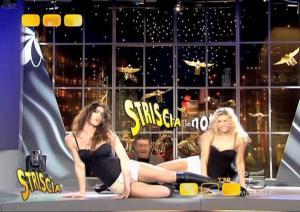 Le-Veline--Lucia-Galeone--Striscia-La-Notizia--05-02-05--3