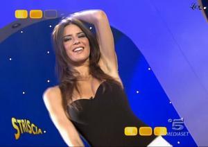 Le-Veline--Lucia-Galeone--Striscia-La-Notizia--19-10-04--3