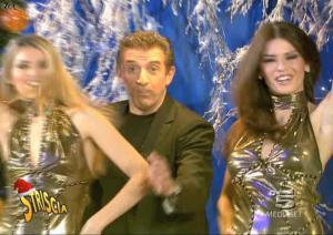 Le-Veline--Lucia-Galeone--Striscia-La-Notizia--23-12-04--1