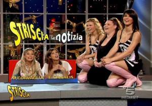 Le Veline, Lucia Galeone et Vera Atyushkina dans Striscia La Notizia - 08/06/05 - 3
