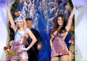Le Veline, Lucia Galeone et Vera Atyushkina dans Striscia La Notizia - 11/12/04 - 3