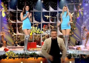 Le-Veline--Lucia-Galeone--Vera-Atyushkina--Striscia-La-Notizia--14-12-04--2