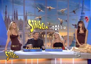 Le Veline, Mélissa Satta, Thais Souza Wiggers et Michelle Hunziker dans Striscia La Notizia - 07/10/06 - 3