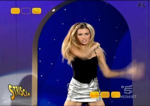 Le-Veline--Vera-Atyushkina--Striscia-La-Notizia--16-10-04--2