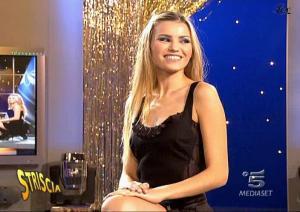 Le-Veline--Vera-Atyushkina--Striscia-La-Notizia--22-10-04--2