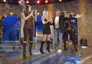 Michelle Hunziker, Le Veline, Mélissa Satta et Thais Souza Wiggers dans Striscia La Notizia - 06/12/06 - 3