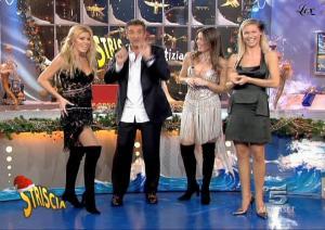 Michelle-Hunziker--Loredana-Lecciso--Striscia-La-Notizia--06-12-04--3
