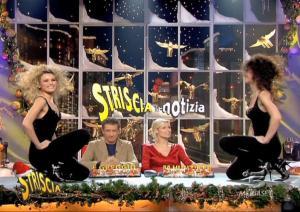Michelle-Hunziker--Lucia-Galeone--Vera-Atyushkina--Striscia-La-Notizia--16-12-04--3