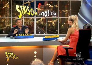 Michelle-Hunziker--Striscia-La-Notizia--01-11-04--2