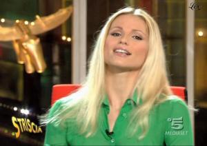 Michelle-Hunziker--Striscia-La-Notizia--01-12-04--2