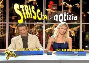 Michelle-Hunziker--Striscia-La-Notizia--02-12-04--1