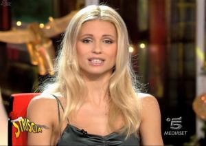 Michelle-Hunziker--Striscia-La-Notizia--05-01-05--2