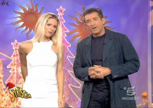 Michelle-Hunziker--Striscia-La-Notizia--11-12-04-1