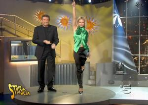 Michelle-Hunziker--Striscia-La-Notizia--17-11-04--5