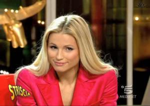 Michelle-Hunziker--Striscia-La-Notizia--23-11-04--3