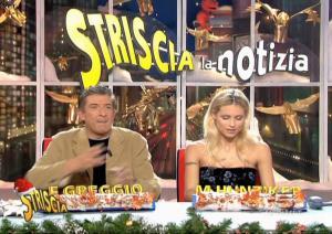 Michelle-Hunziker--Striscia-La-Notizia--28-12-04--3