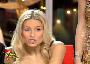 Michelle-Hunziker--Striscia-La-Notizia--30-12-04--5