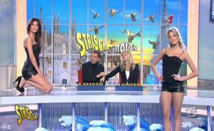 Michelle Hunziker, Le Veline, FederiÇa Nargi et Costanza Caracciolo dans Striscia La Notizia - 20/01/11 - 4
