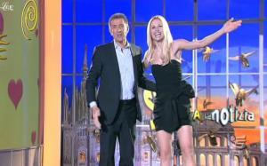 Michelle Hunziker dans Striscia La Notizia - 04/02/11 - 2