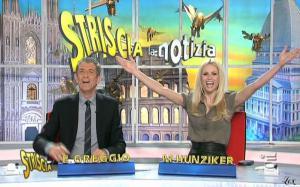 Michelle Hunziker dans Striscia La Notizia - 07/03/11 - 2
