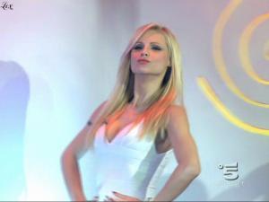 Michelle Hunziker dans Striscia La Notizia - 08/02/10 - 1