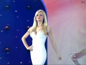 Michelle Hunziker dans Striscia La Notizia - 08/02/10 - 2