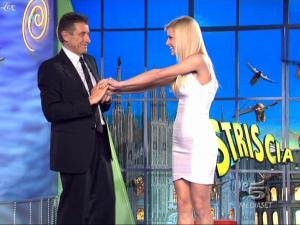 Michelle-Hunziker--Striscia-La-Notizia--08-02-10--4