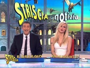 Michelle-Hunziker--Striscia-La-Notizia--08-02-10--5