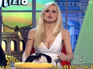 Michelle-Hunziker--Striscia-La-Notizia--08-02-10--6