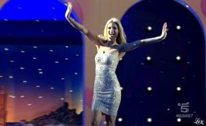 Michelle Hunziker dans Striscia La Notizia - 28/02/11 - 1