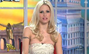 Michelle Hunziker dans Striscia La Notizia - 28/02/11 - 4