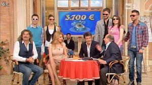 Adriana-Volpe--I-Fatti-Vostri--08-04-13--07