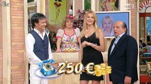 Adriana Volpe dans I Fatti Vostri - 26/10/11 - 05