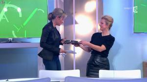 Anne-Sophie Lapix et Karin Viard dans C à Vous - 14/01/14 - 09