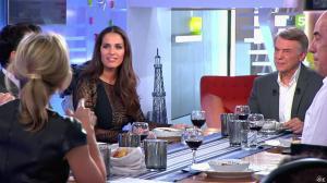Elisa Tovati et Anne-Sophie Lapix dans C à Vous - 26/02/14 - 16