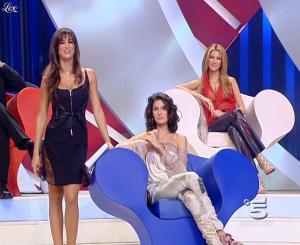 Adriana Volpe et Manuela Arcuri dans Scherzi à Parte Story - 18/07/09 - 05