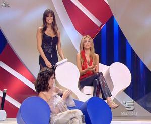 Adriana Volpe et Manuela Arcuri dans Scherzi à Parte Story - 18/07/09 - 06