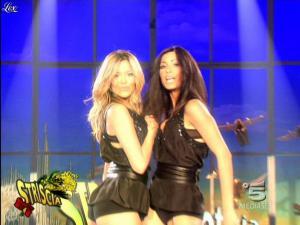 Costanza Caracciolo et Federica Nargi dans Striscia la Notizia - 07/03/09 - 07