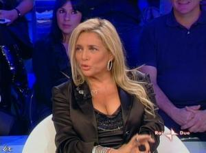 Mara Venier dans L Isola Dei Famosi - 03/11/08 - 01