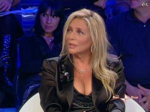 Mara Venier dans L Isola Dei Famosi - 03/11/08 - 03