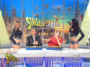 Michelle Hunziker, Costanza Caracciolo et Federica Nargi dans Striscia la Notizia - 10/02/09 - 07